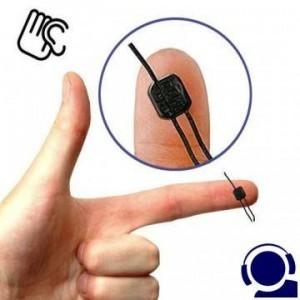 Kleinster Telefonsender der Welt (nicht größer als eine Erbse) als Telefon-Abhörgerät. Einbauversion für Leichte Installation an beliebiger Stelle der Leitung, Verteilerkasten oder Telefondose. Diese Telefon-Wanze arbeitet nur während der Telefonate.