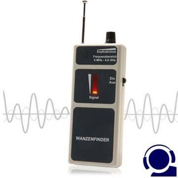 Gutes Breitband-Wanzensuchgerät (5 MHz bis 4 GHz ). Wirkungsvoll zum Aufspüren von Audio- und Video-Minispionen. Optische LED- und zusätzlich akustische Anzeige. Handliches Gehäuse, einfache Bedienung.